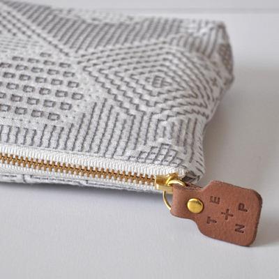 画像2: 十布(テンプ) /  福島の刺子織ポーチ・オフホワイト